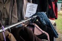 Ruhafogas akcióval segíti a rászorulókat a Rákosmenti Adományház Egyesület